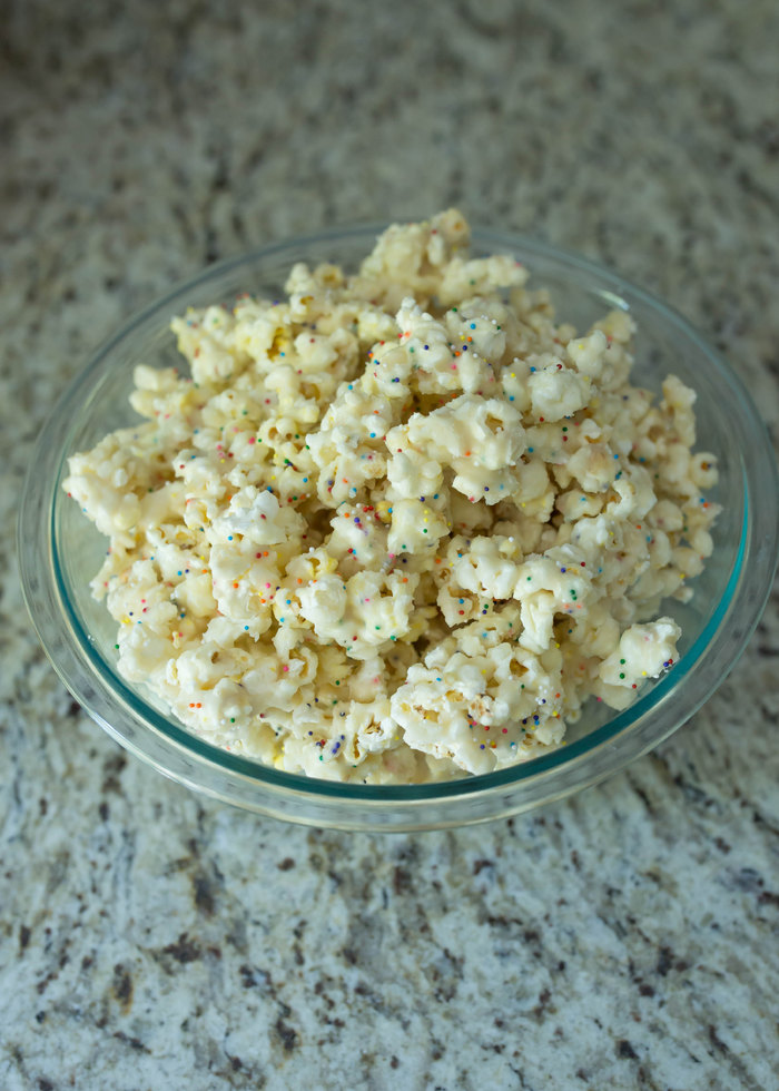 Easy birthday cake popcorn recipe!